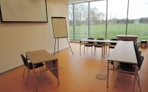 přednáškový sál - část A - pohled od vstupních dveří