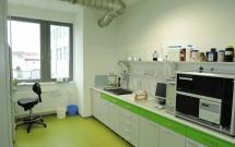 laboratoř s médiovou stěnou