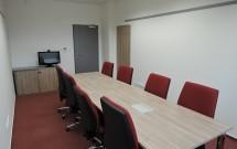 malá zasedací místnost pro 8 osob v 3.NP